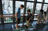 Tokyo_tower_from_upinside